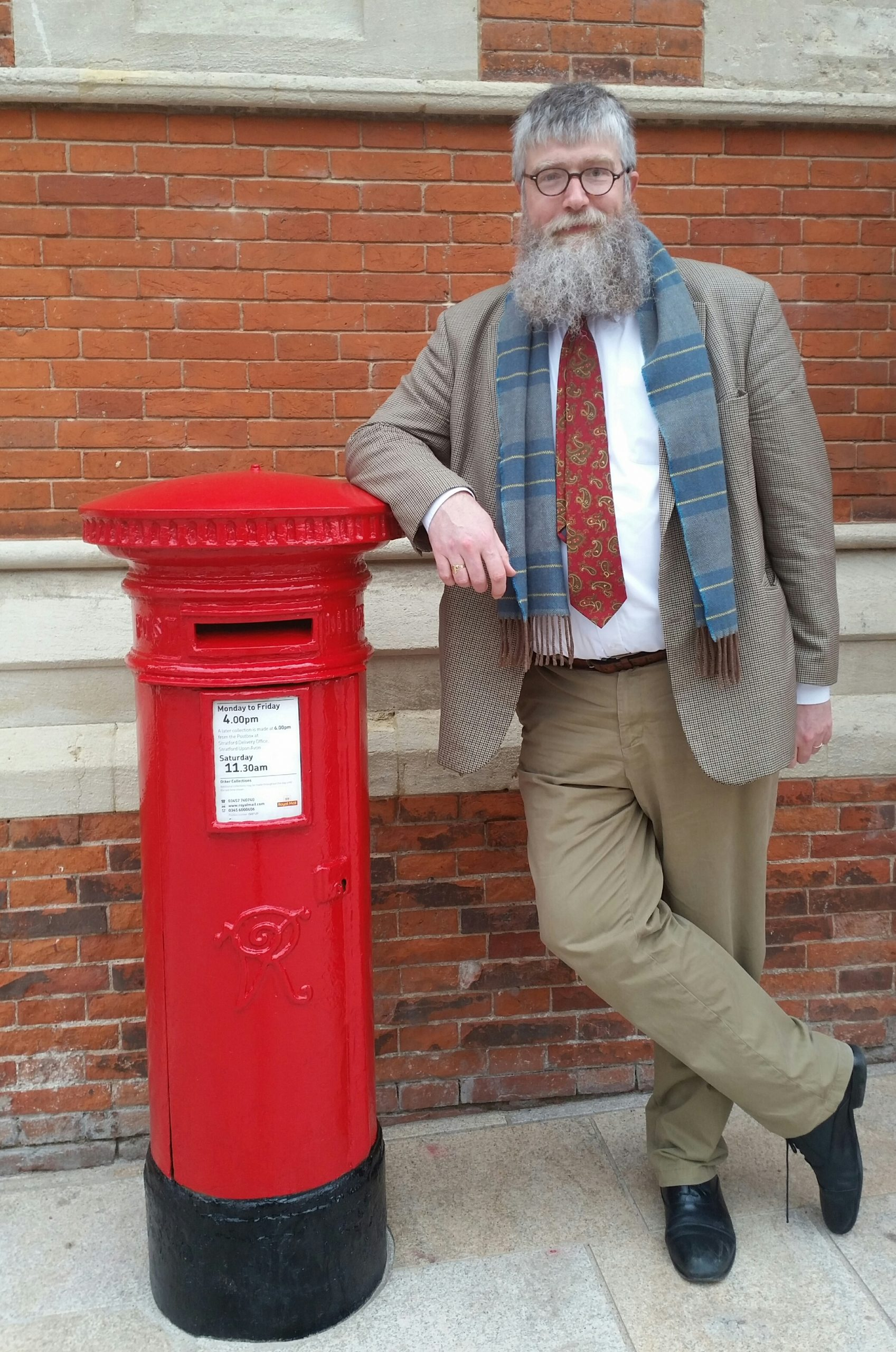 Image of Philip Ardagh leaning on a post box
